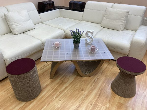 pouf_and_table